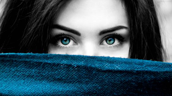 Blue eyed girl wallpaper