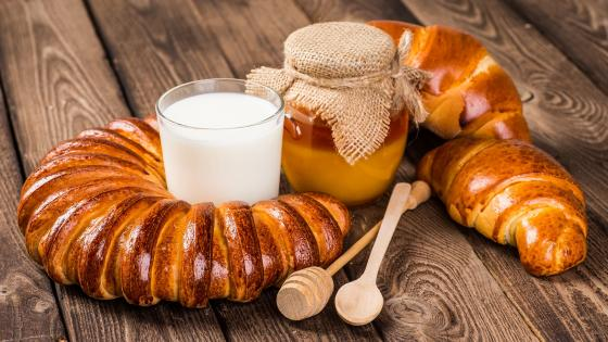 Pastry with milk and honey wallpaper