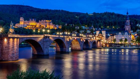 Old Bridge in Heidelberg at dusk wallpaper