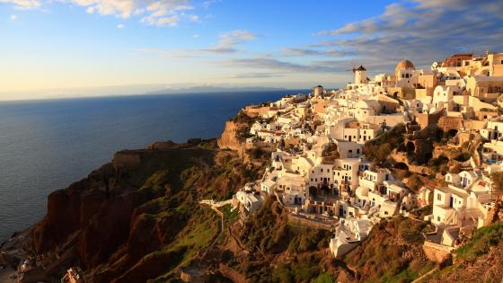 Oia village in Santorini wallpaper