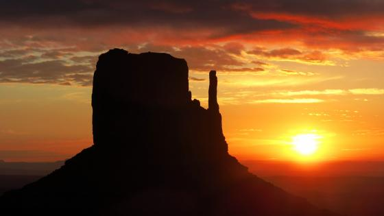 West Mitten Butte silhouette in the sunset (Monument Valley) wallpaper