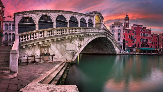 Rialto Bridge (Venice) wallpaper