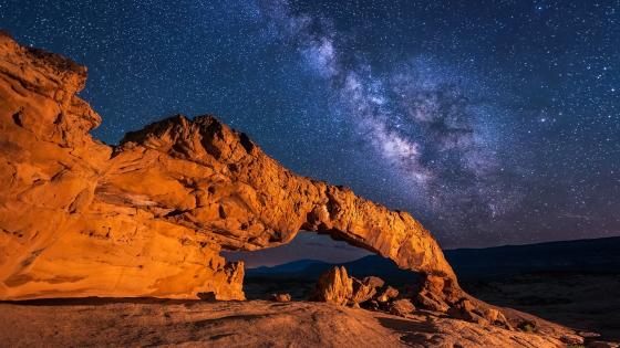 Milky way above Grand Staircase-Escalante National Monument wallpaper