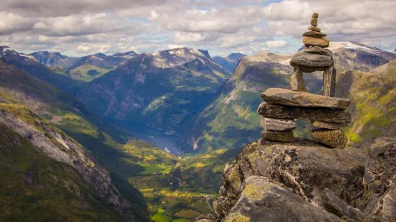 Rock balancing in Mount Dalsnibba wallpaper