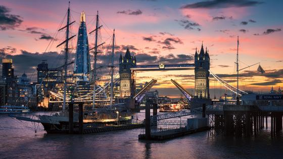 Tower Bridge at dawn wallpaper