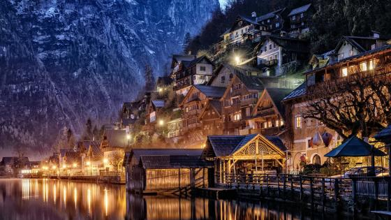 Evening lights in Hallstatt wallpaper