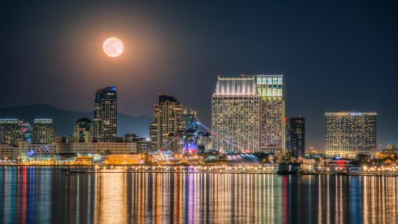 Full moon above San Diego wallpaper
