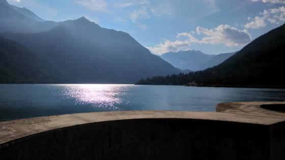 Lake Ceresole in the morning wallpaper
