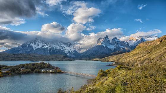 Lake Pehoé (Torres del Paine National Park) wallpaper