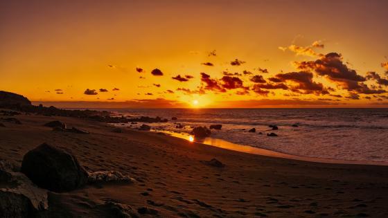Beach at sundown wallpaper