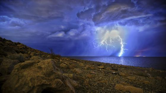 Stormy weather with lightnings wallpaper