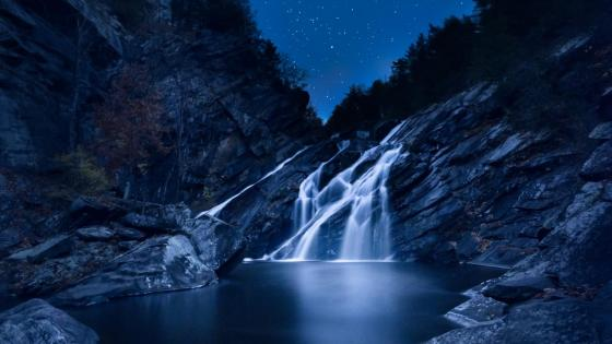 Waterfall at night wallpaper