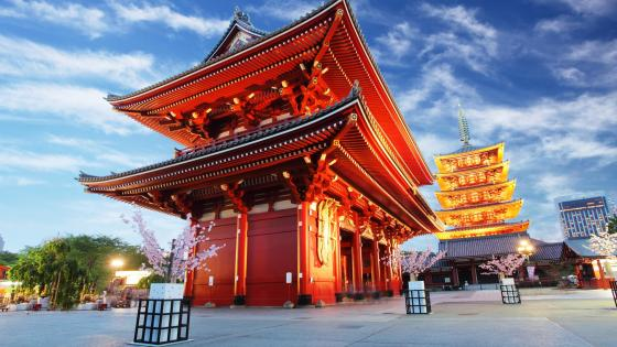 Sensoji-ji red Japanese temple in Asakusa, Tokyo wallpaper