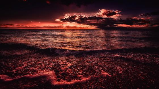 Red sky above the ocean wallpaper