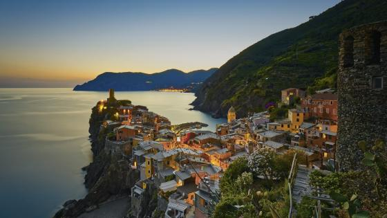 Vernazza in sunset light wallpaper