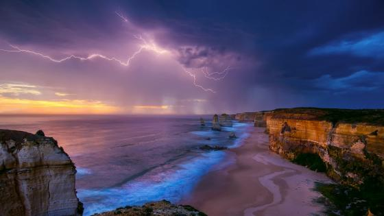 Lightning above the The Twelve Apostles (Australia) wallpaper