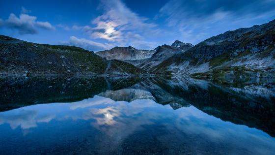 Mirrored mountains wallpaper