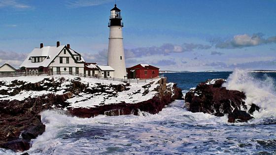 Portland Head Lighthouse in winter wallpaper