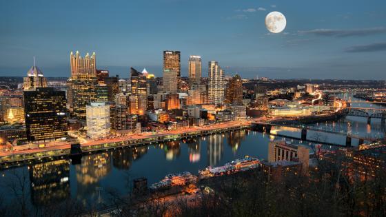 Pittsburgh skyline at full moon wallpaper