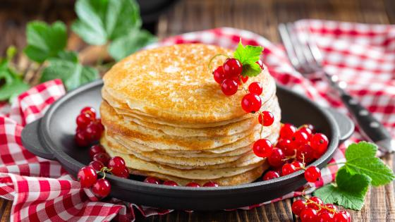 Pancake with currant wallpaper
