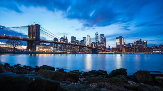Brooklyn Bridge under the blue clouds wallpaper
