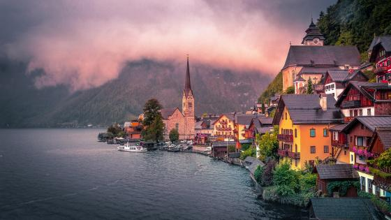 Hallstatt under the clouds wallpaper