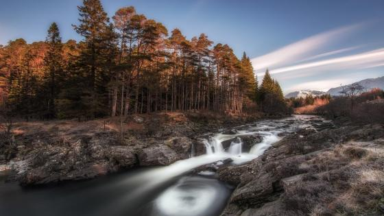 Running water of the River Orchy (Scotland) wallpaper