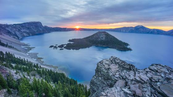 Wizard Island, Crater Lake National Park wallpaper