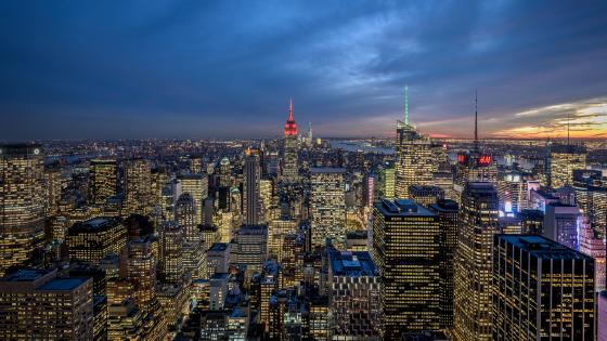 Midtown Manhattan skyline at dusk wallpaper