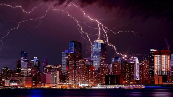 Lightning over New York City wallpaper