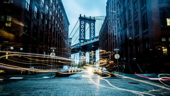 Manhattan Bridge with light trails wallpaper