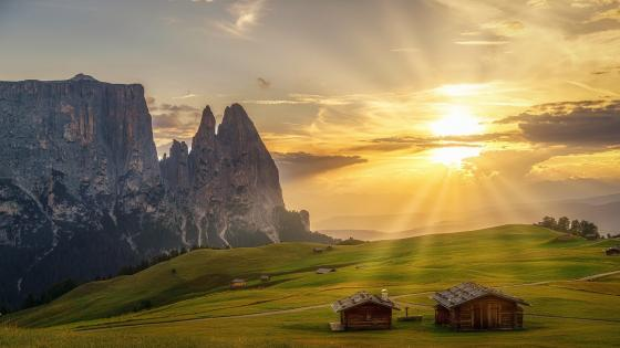 Rays of light at Schlern wallpaper