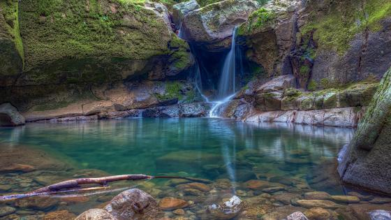 Devil's Punchbowl Waterfall (Angwin, California) wallpaper