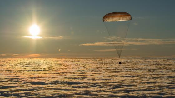 Soyuz With Expedition 54 Trio Aboard Returns to Earth wallpaper