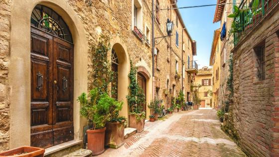 Old street in Tuscany wallpaper
