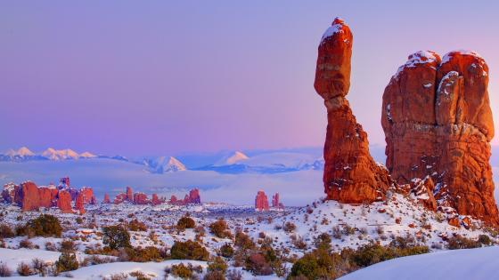 Balanced Rock at Arches National Park in wintertime wallpaper