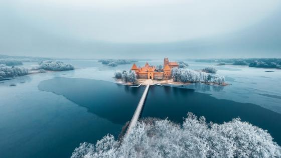 Trakai Island Castle on Lake Galvė wallpaper