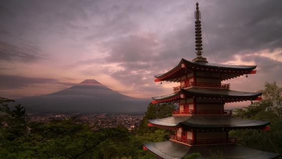 Chureito Pagoda and Mount Fuji wallpaper