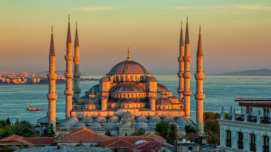 Sultan Ahmed Mosque at sunrise wallpaper