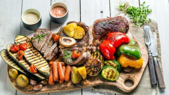 Grilled vegetables and meats wallpaper