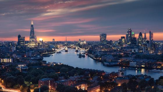 London city view with the River Thames at dusk wallpaper