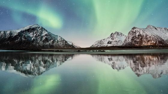 Polar lights over Skagsanden Beach (Norway) wallpaper