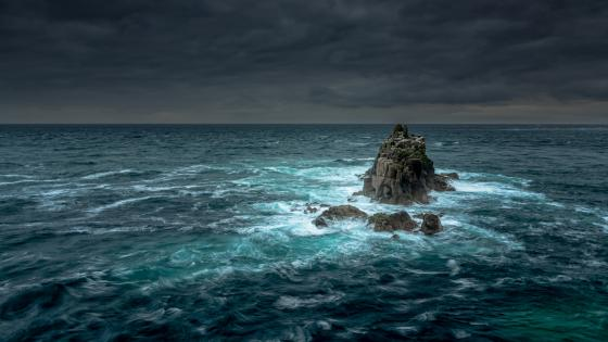 Rock islet in the ocean wallpaper