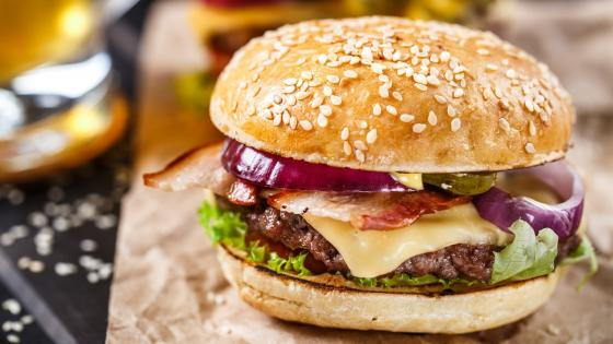 Delicious cheeseburger wallpaper