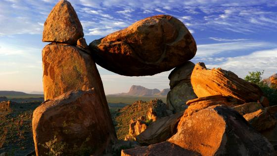 The Balanced Rock (Big Bend National Park) wallpaper