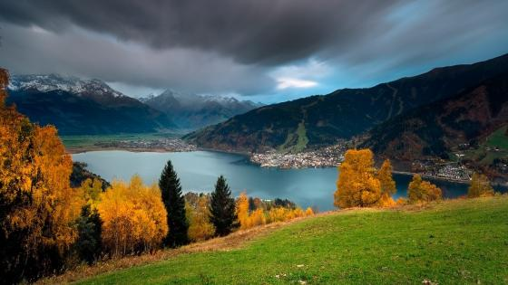 Millstatt Lake at fall (Austria) wallpaper