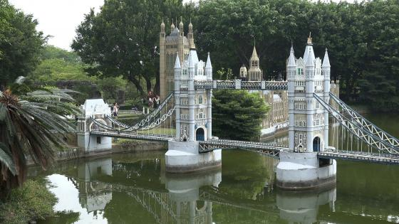 Miniature London Tower Bridge (Window of the World, China) wallpaper