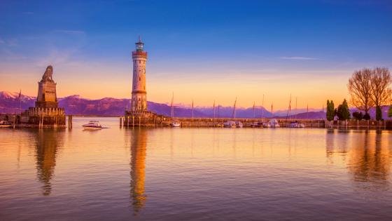 The Lindau Lighthouse and the Bavarian Lion wallpaper
