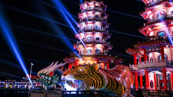 Dragon and Tiger Pagodas (Taiwan) wallpaper