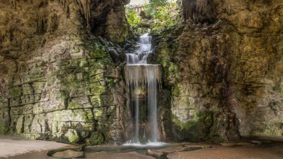 Artificial waterfall in the Parc des Buttes Chaumont wallpaper
